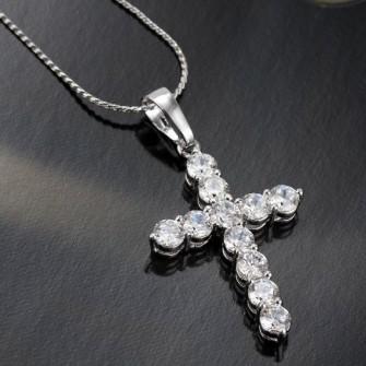 Pendentif croix avec jolies pierres de zirconium 01C3311