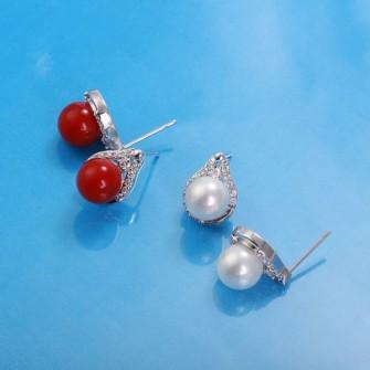 Boucles d'oreilles perle de culture rouge et ses pierres de zirconium 01A2584