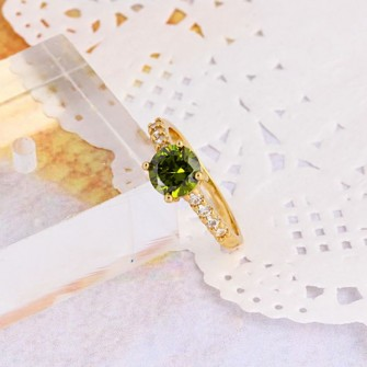 Bague élégante avec sa pierre de zirconium verte-olive plaqué or 18k - 750/000 01E6836